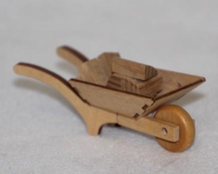 Schubkarre mit Holz