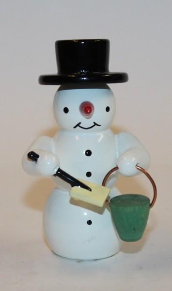 Schneemann mit Schaufel und Eimer